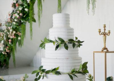 beautiful-wedding-cake-white-cake-wedding-decoration